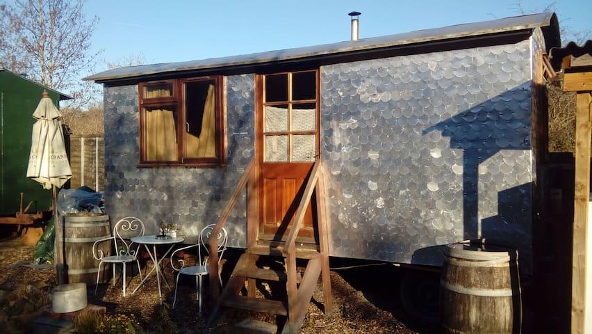 Cosy cabin w/ woodburner & ensuite