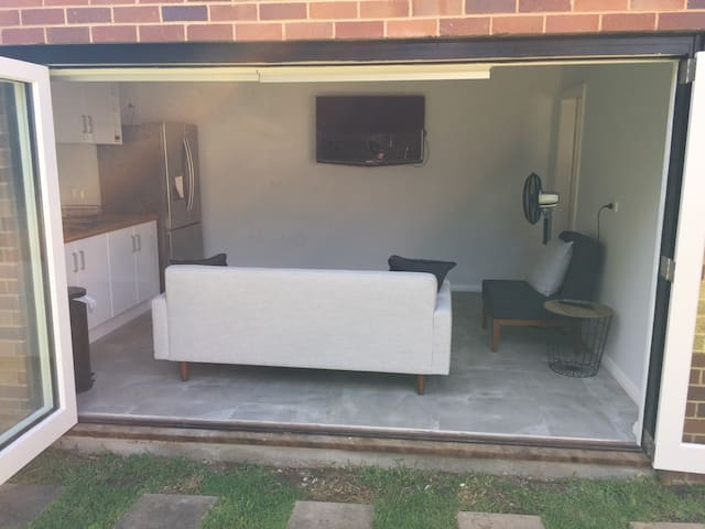 Self Contained Renovated 1 Bedroom Granny Flat - North Willoughby - Guesthouse