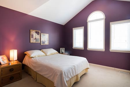 Sunny B&B Golf Course Luxury Room - Ottawa