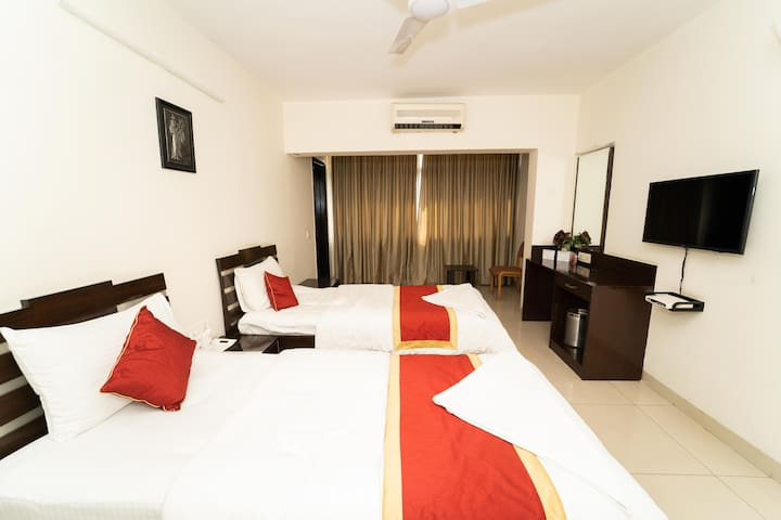 SmartStay Twin Room in Luxury Duplex Apt-M G Road