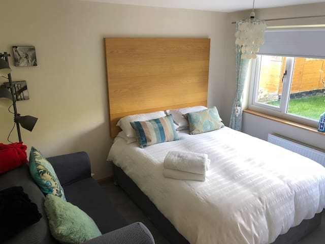 Near Edinburgh Airport Ratho  private annexe&bfast
