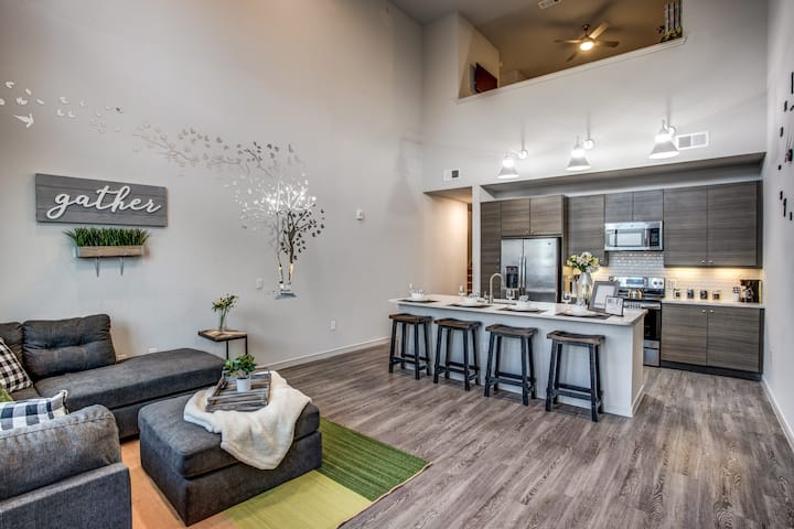 Lofty Penthouse Suite Uptown Dallas 2 Bed | 2 Bath