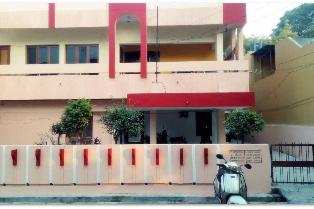 Single Room For Rent In Lucknow Aliganj