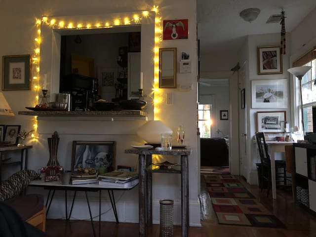 Shabby Chic & Arty Vibed  1BR Upper Floor 1920's