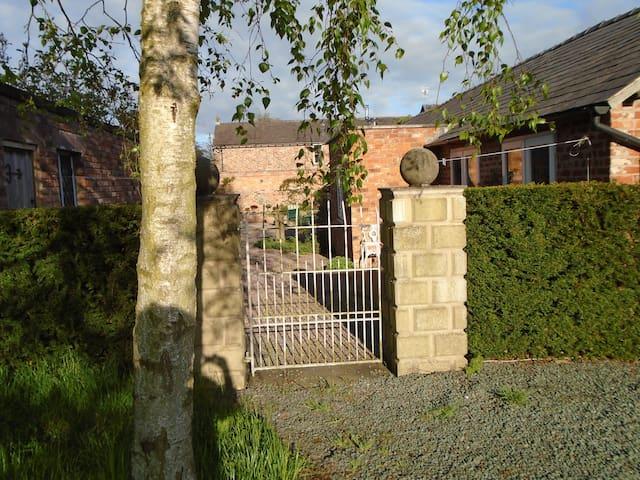 Gateway to Cottage