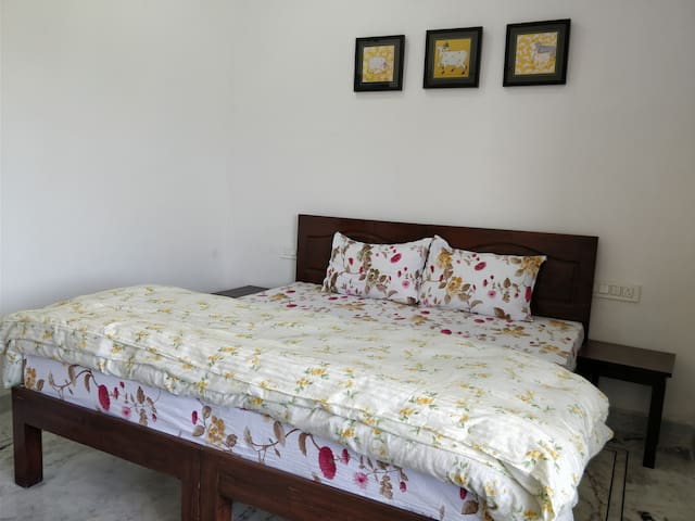 Gorgeous Bedroom @ Rythm Home Stay