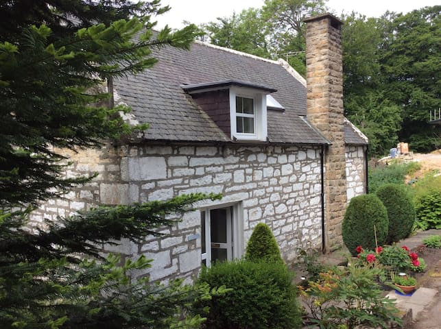 Historic Millhouse Near City Centre - Elgin - Casa
