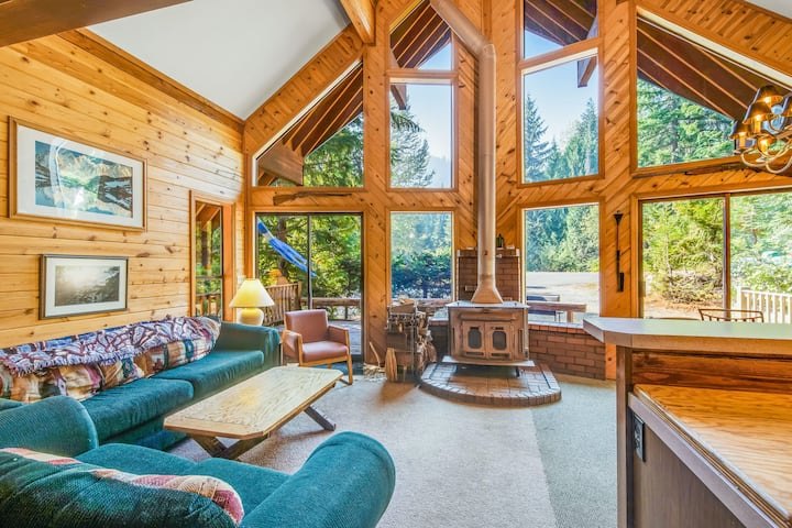 Delightful, family-friendly A-frame cabin w/ a pool table, foosball, & more!
