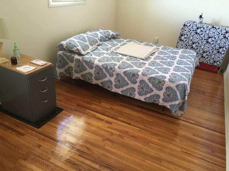 1 Bed Room Wood Floor Near Downtown 1 Bed In Baltimore
