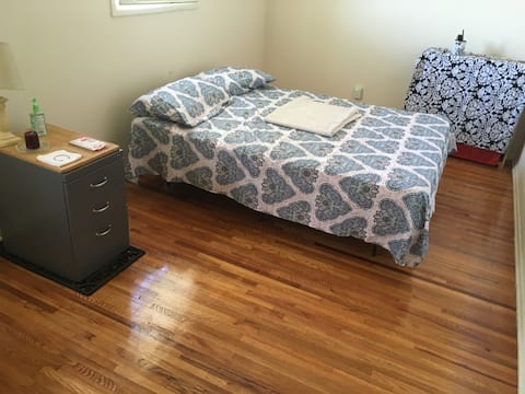 1 bed room wood floor near downtown 1 bed