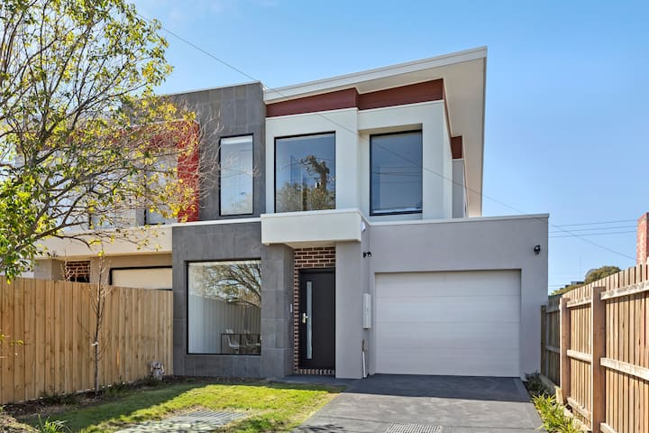 Domi Rentals - The Rayhur Residence