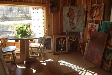 "Artsy Cabin on a Horse Sanctuary/""Hug a Horse"" - Cottage"