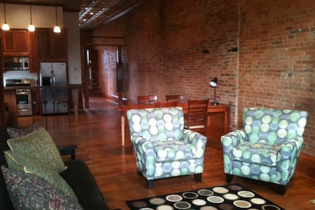 Downtown Loft with Deck - Salem - Loft