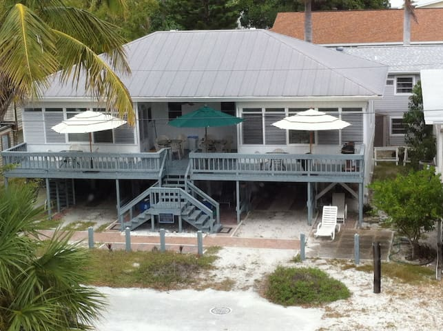 1951 cottage, beach side of Estero! 4max, park 1. - Fort Myers Beach - บ้าน