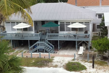 1951 cottage, beach side of Estero! - Fort Myers Beach - House
