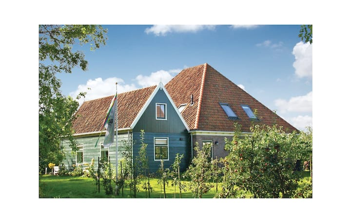 Nice home in Zuidoostbeemster with WiFi and 5 Bedrooms