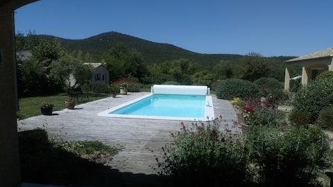 Chambre indépendante dans propriété avec piscine