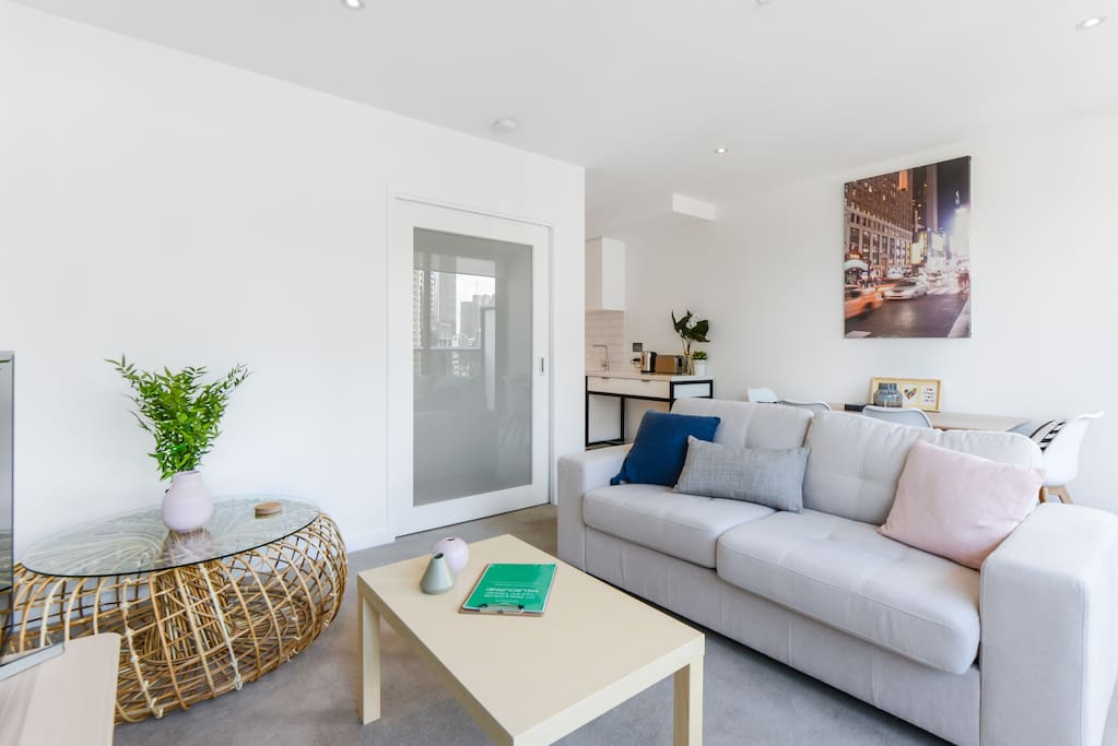 Welcome to Howe, a modern one-bedroom in the middle of all the action of Southbank
