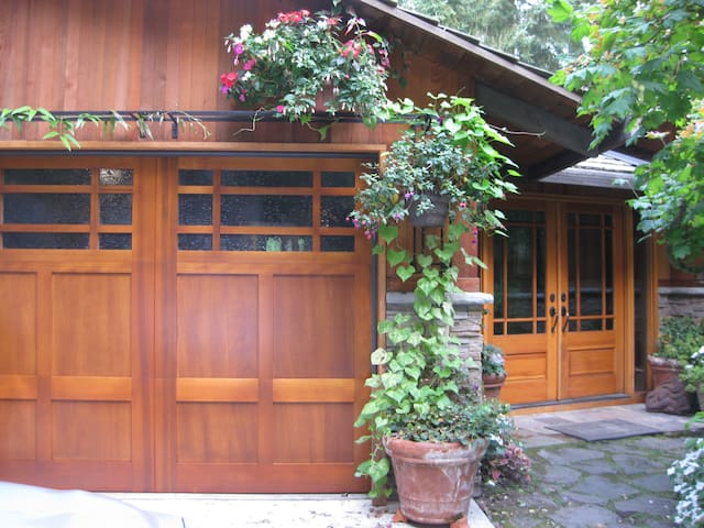 Designer home near Intel/Portland - Hillsboro - Bed & Breakfast