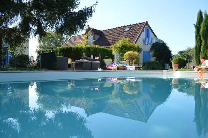 Holiday rental with private pool  - Montambert - Vila