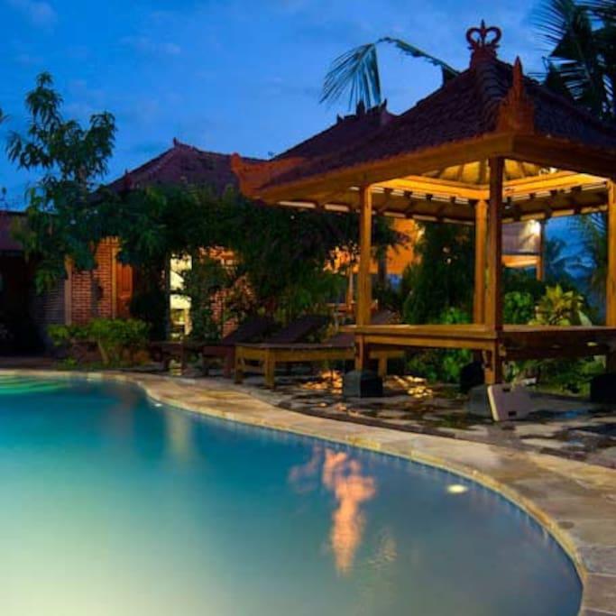 Best Hotels In Bali Tripadvisor: Romantic 4 Post Bed, Fiber Internet
