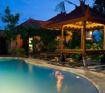 Romantic 4 post bed, fiber internet - Buleleng - Bed & Breakfast