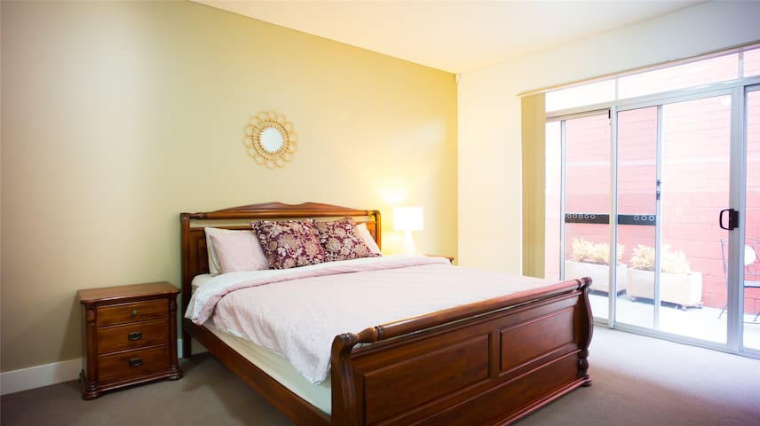 ♬Comfy Elegant♬in Norwood♥Patio✔King Bed✔Wifi