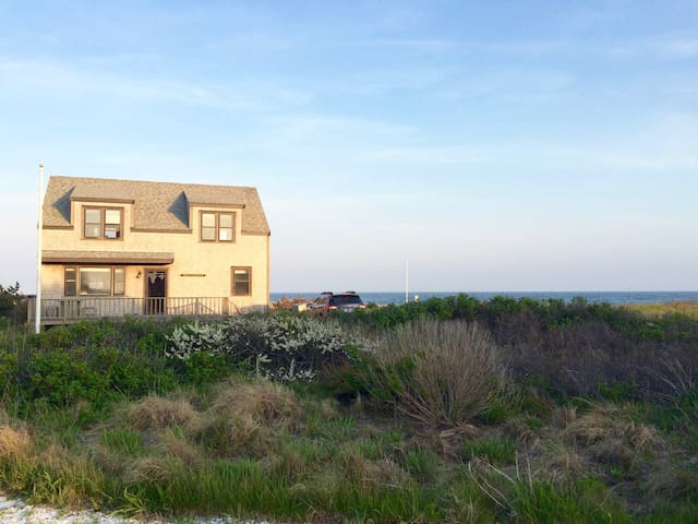 Oceanfront Beach House sleeps 6 in Smith's Point