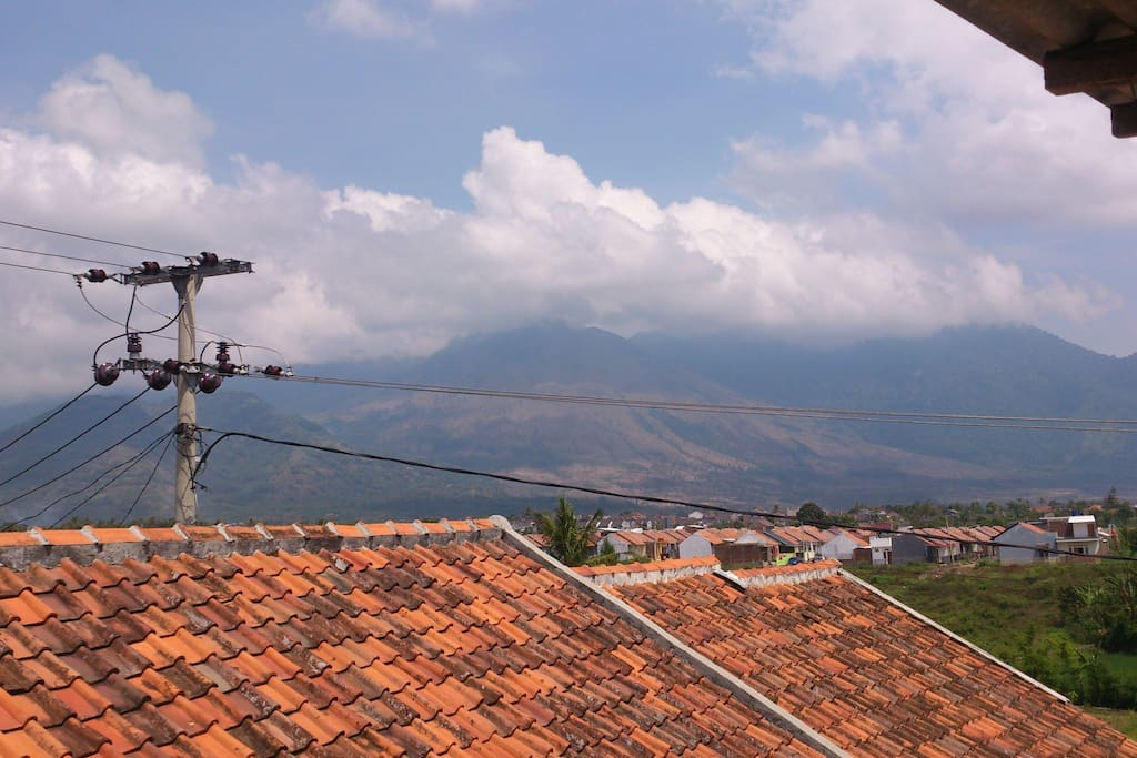 this is an volcano mountain called GUNTUR, that is one of mountain in Garut city