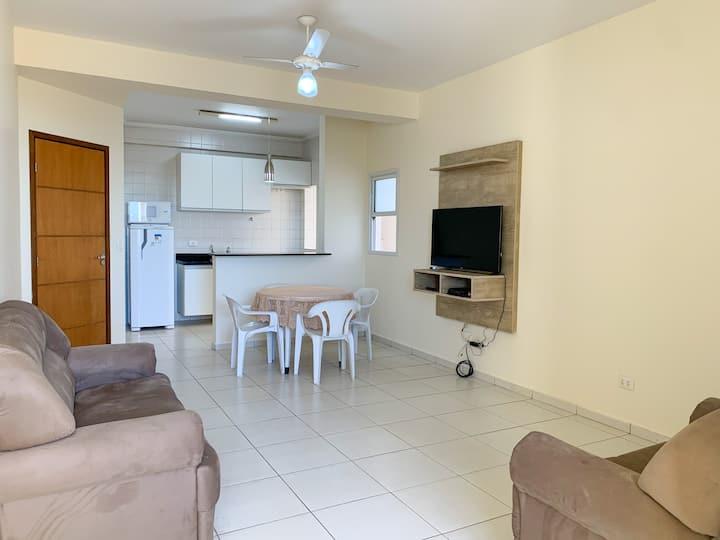Apartamento Bem Localizado c/ Garagem e 2 Quartos