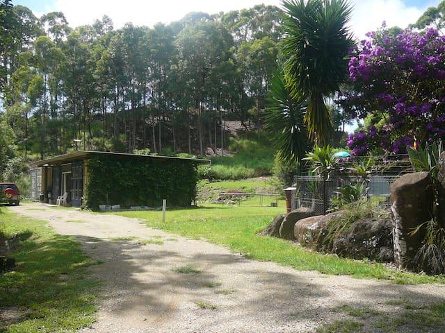FUNKY CONTAINER GETAWAY - Myocum - Cabaña