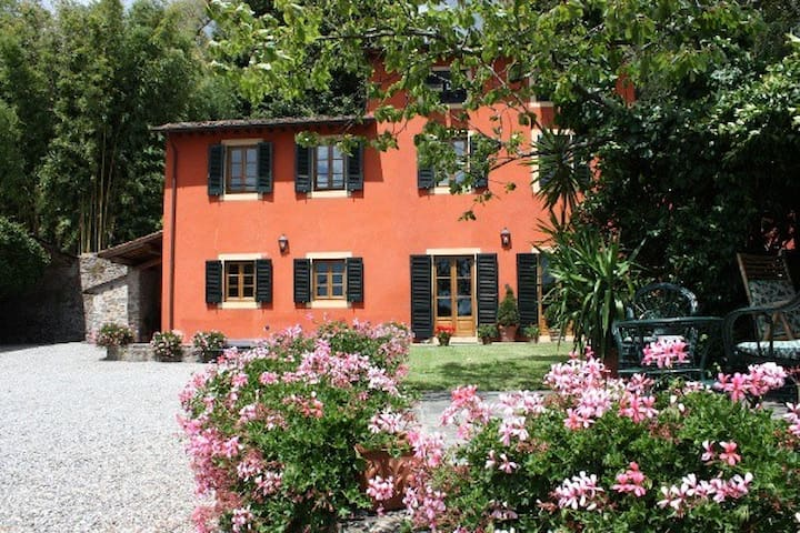 Gorgeous Tuscan Villa with Pool - Lucca (8 people)