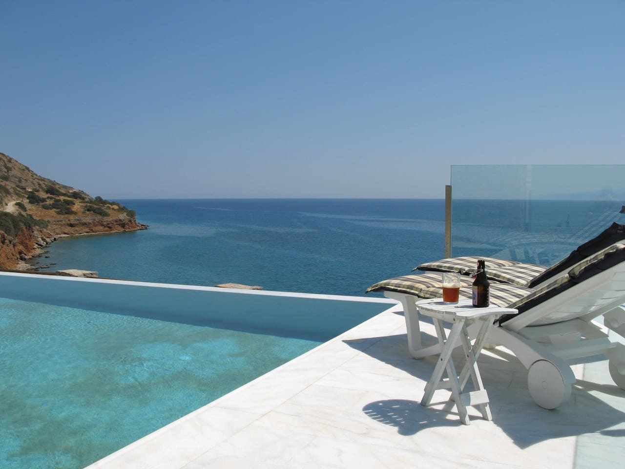 The fabulous 10 x 5 m white marble pool with infinity rim directly above the sea