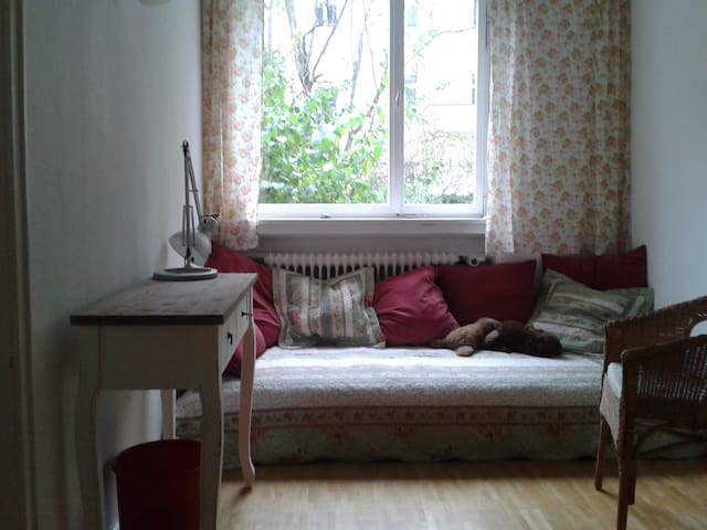 Cosy small room very close to fair only for women.
