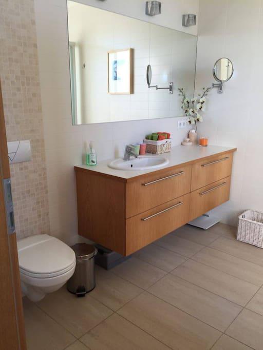Bathroom Lovely private room in Reykjavík 15.min from ,DOWNTOWN ,REYKJAVÍK ,Iceland