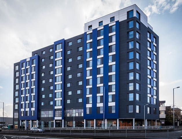 SPI Castle 4.13 - Luton - Apartamento