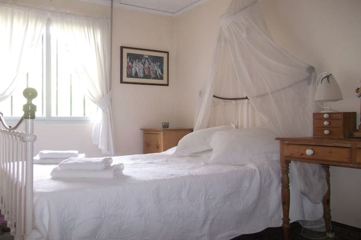Double bedroom, Riverside Finca retreat/Wi-Fi - Villalonga - 別墅