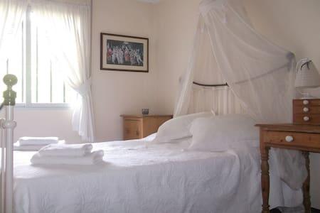 Doublesized bedroom, Riverside Finca retreat/Wi-Fi - Villalonga