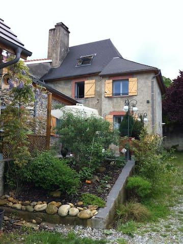 Belle maison dans les Pyrénées - Montgaillard - Casa