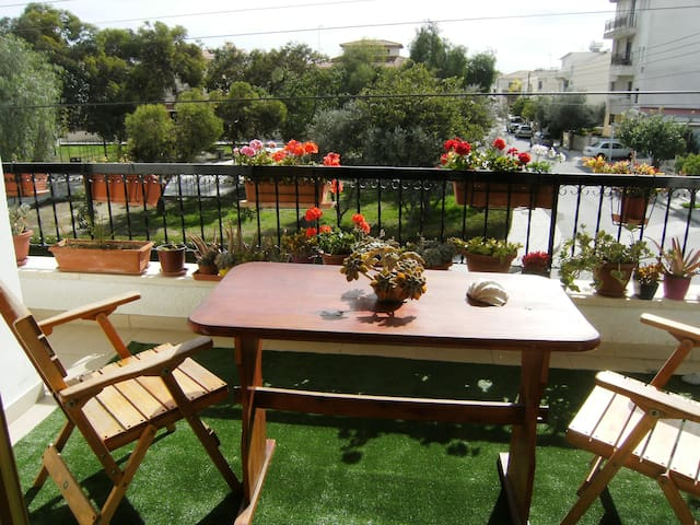Cozy Tranquil Large Double Bedroom - Larnaca - Casa
