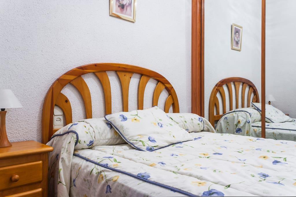 Habitacion comoda y acogedora apartamentos en alquiler for Habitacion cuadruple madrid