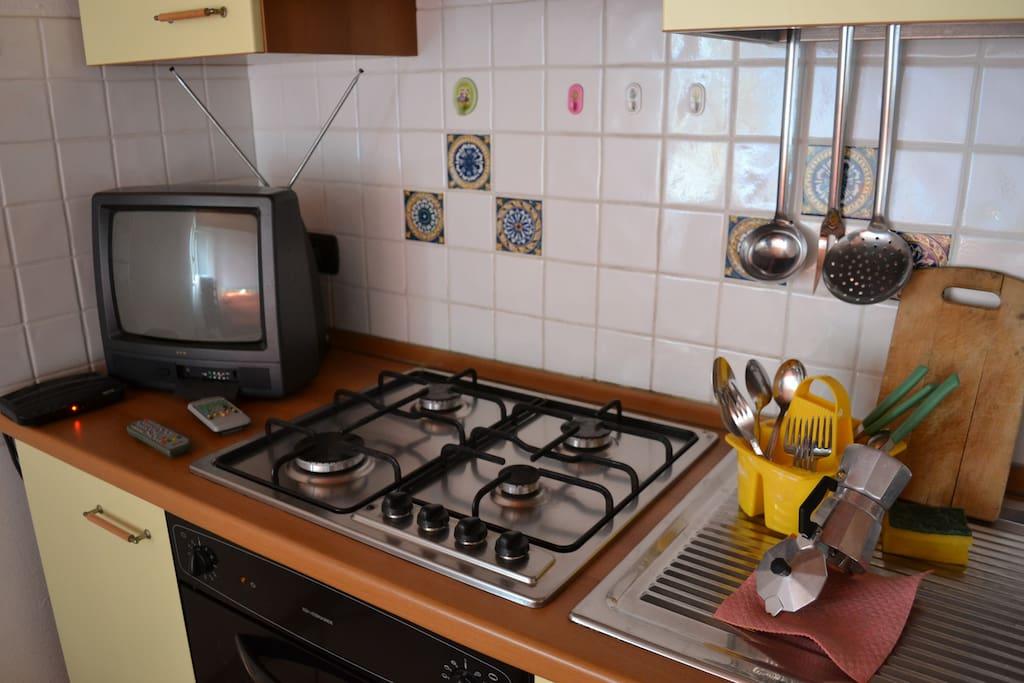 Dettagli della parete attrezzata della cucina