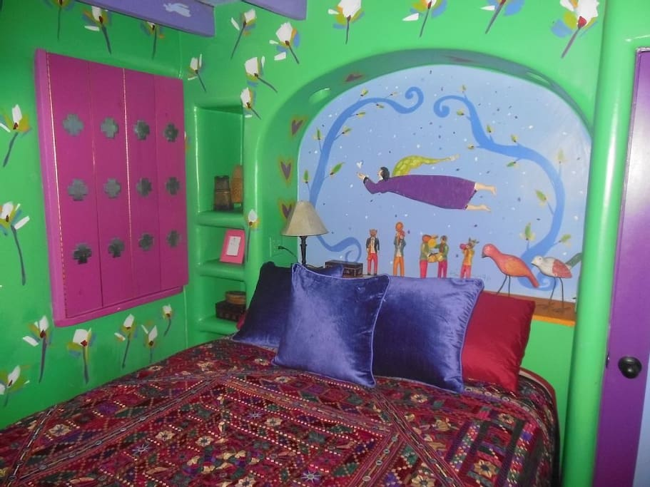 This casita is full of life and color. The entire property was hand painted by local artist Jim Wagner.