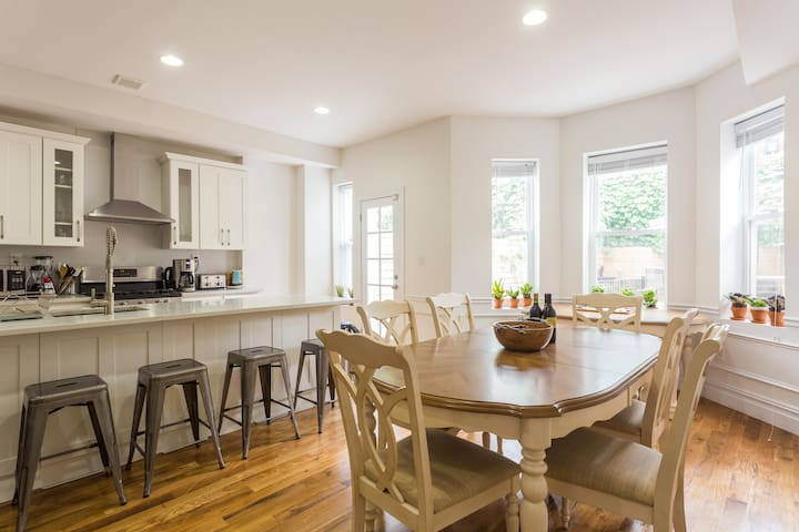Big bright room in 3 bedroom duplex - Brooklyn - Hus