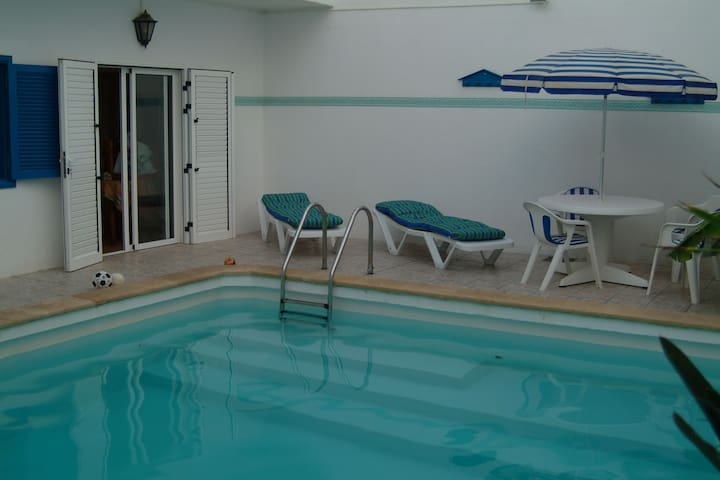House whith pool, and wifi. 200m beach, - Caleta de Famara - Casa