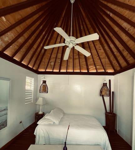 Rustic safari Hut that sleeps 2