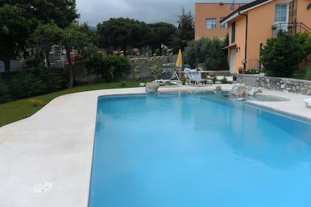 casa vacanza con uso di piscina - Diano San Pietro