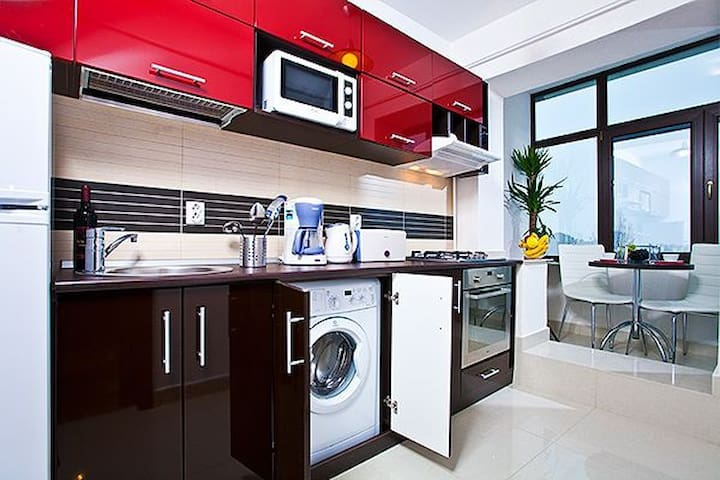 Separate fully equipped kitchen with gas stove, and yes a washing machine.