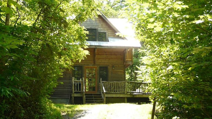 Peaceful, Quiet Cabin with Private Hiking Trails