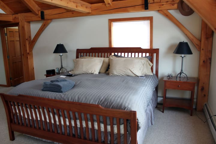 South Hill Lodge- Master Suite - Moretown - Casa